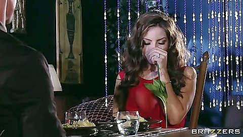 Milf latina babe Yurizan Beltran having drinks