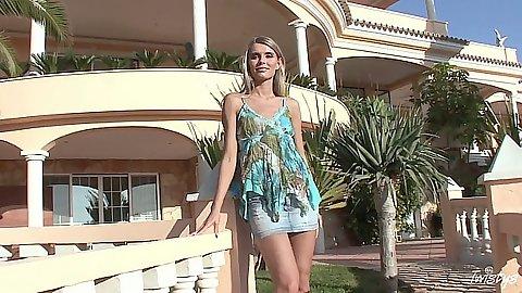 Outdoor posing glamcore cutie Dominika solo