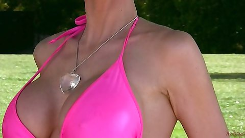 Laura Lee in bright bikini outdoor getting naked