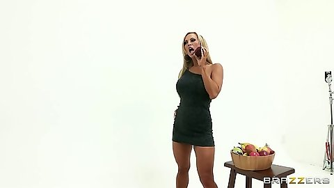 Posing milf Amber Lynn for photo shoot and blowjob