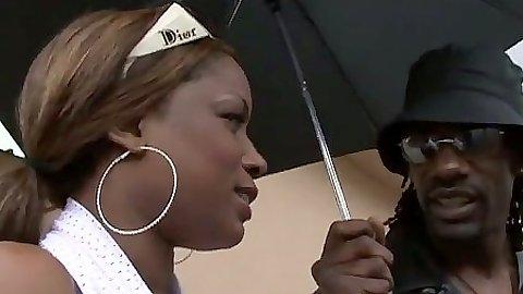 Ebony Cinni Bunz showing her big juicy ass