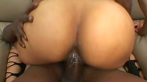 Big round ebony ass cock jumping
