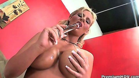 Milf babe Phoenix Marie