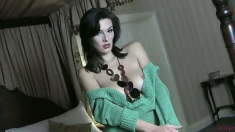Brunette natural tits Anita Queen solo fingering in motel
