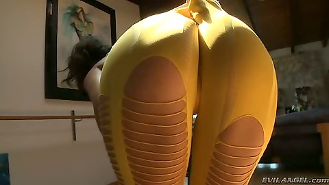 Ripped hotpants in great round ass