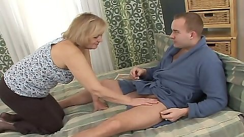 Mature milf Everlin goes for the dick