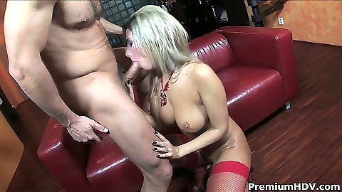 Blowjob and titty fuck with oil from Daria Glower