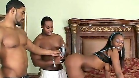 Ebony round curby butt Beauty Dior oiled up and sucks