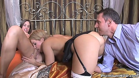 Pussy licking threesome triangle sex with Valentina Blue and Cathy Heaven