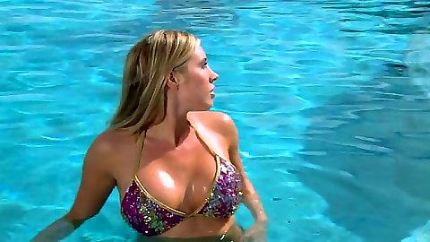 Bikini slut Samantha Saint in the pool with two cocks