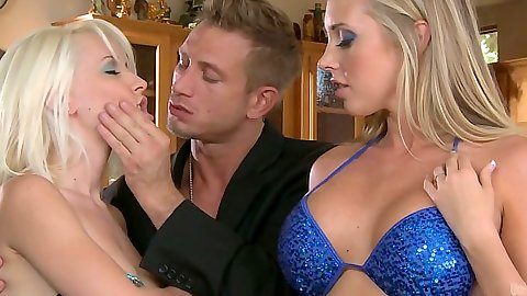 Big tits blonds and Samantha Saint and Stevie Shae flash asses