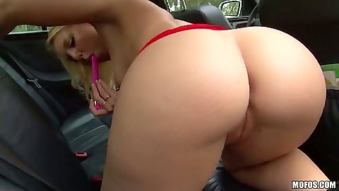 Girl Lisa Hype showing her ass in car backseat