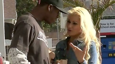 Interracial outdoor in public pickup for Cindy Crawford