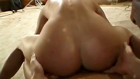 Reverse cowgirl sweaty hardcore fuck with Vanda Vitus