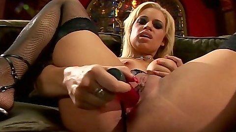 Mia Bangg pussy licking and making out