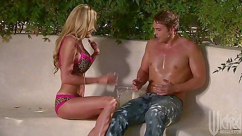 Blonde bikini Nicole Sheridan blowjob
