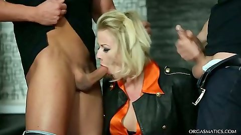 Blowjob and handjob from Vicktoria Redd that does some crazy threesome