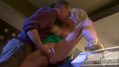 Making out on the laundry with blonde busty Stormy Daniels