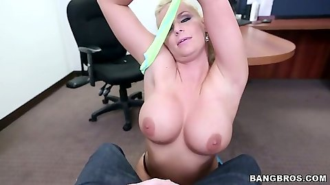 Blonde milf Phoenix Marie handjob and reverse cowgirl big butt pov fuck