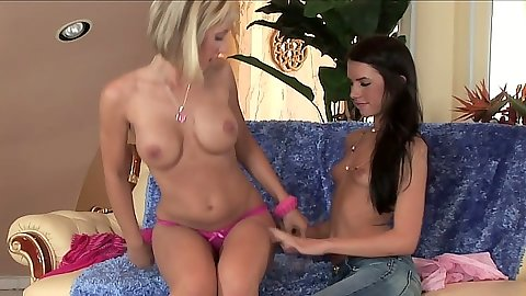 Jessica Lynn and Micah Moore nice body lesbians kissing and fingering vaginal openings