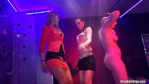 Dancing wetlook sluts in a foam and bath club party with Valentina Nappi and Miss Skinny