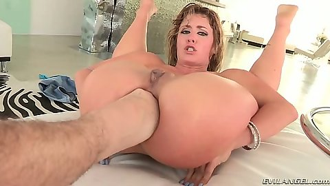 Sheena Shaw gets multi finger almost fisting play
