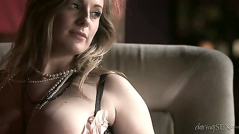 Milf babe Jess West looking great