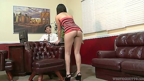 Milf Annika rolled up her dress and sucks off guy