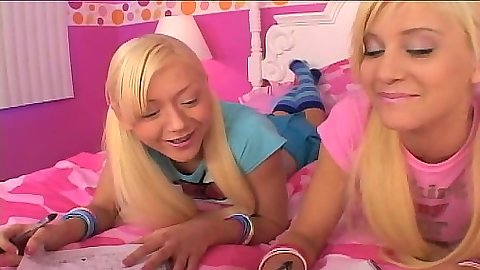 Blonde 18 year old lesbian friends with Lil Lexy