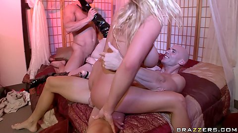 Swingers club orgy is at its peak with sreams
