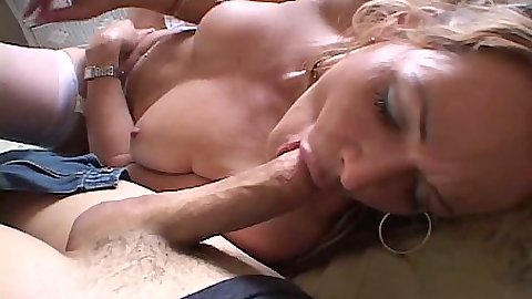 Blowjob and handjob from milf Kelly Leigh