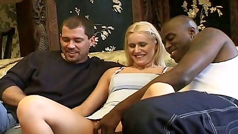 Threesome euro skank Vanessa Freeman gets filled with two dicks