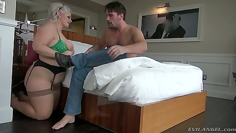 Bbw Klaudia Kelly  in her bra and panties blowjob