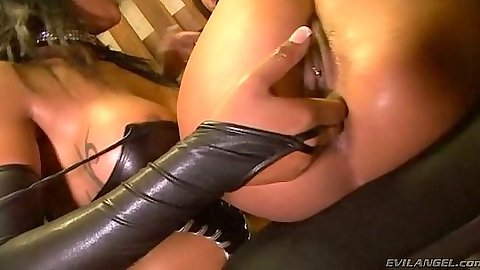 Ass fingering lesbian fetish with Francesca Le and Loona Luxx