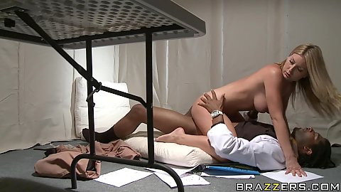 Hot chick gets all sweaty riding on Dr Napier