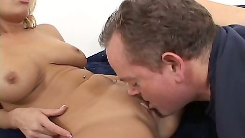 Pussy eating and fellatio from blonde Mellanie Monroe
