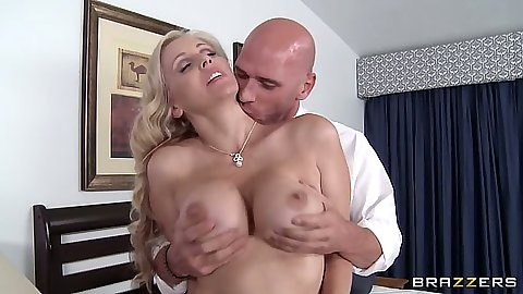 Wife Julia Ann a naughty milf blowjob