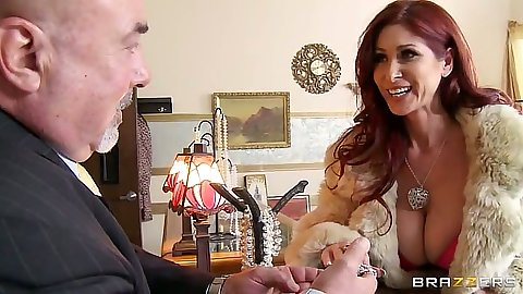 Redhead milf Tiffany Mynx sucking her jewelry