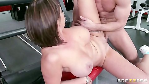 Big tits latina sporty milf Eva Notty fucked with legs apart on the machine