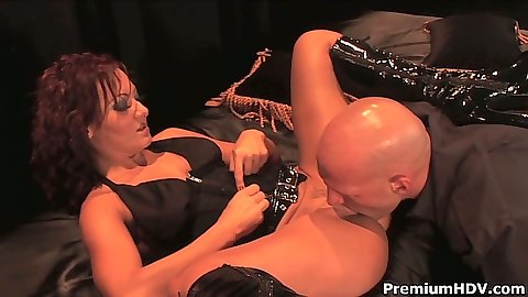 Pussy licking Sandra Romain with legs open