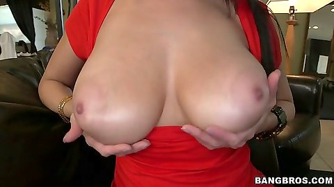Juicy natural tits Jazmyn does a blowjob