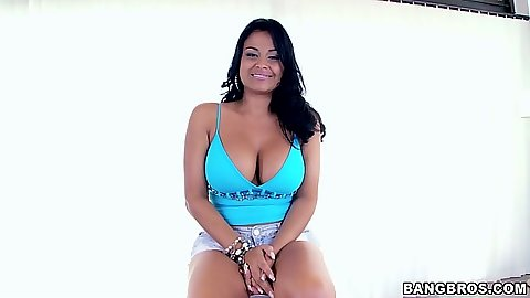 Solo big ass colombian girl Galilea showing off her tight shorts