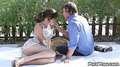 Outdoor picnic with passionate teen Jenni Lee