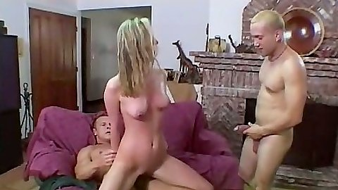Reverse cowgirl threesome sex and sucking cock all sweaty