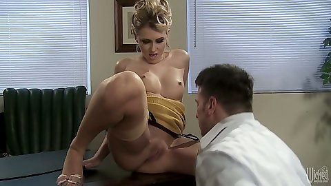 Medium tits blonde Katie Summers gets used on desk