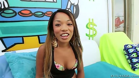 Ebony Anila Avana is doing a slurpy deep throat