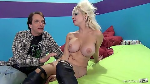 Blonde Natasha Juju spreads legs for guy to eat her pussy and then suck it