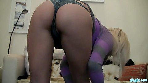 Teen in tight ass panties and bra stripping on wetcam show