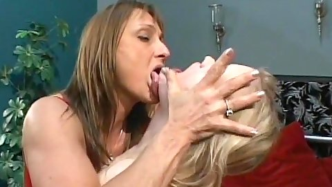 Making out mature Erika Kole and Jillian Foxxx in lingerie