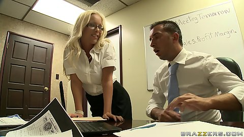 Sexy Jessica is teasing her boss Kerian in the cubicle